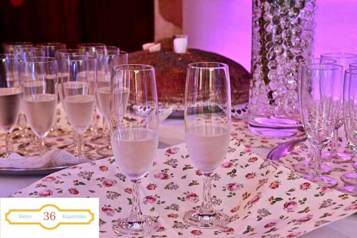 EoFGbCTQQqWFJUGWMaOw thumb 44b6 - Zorganizuj małe przyjęcie weselne w Retro.